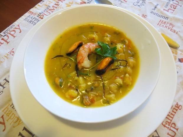 Zuppa di zucca, ceci, gamberi e cozze ricetta e foto