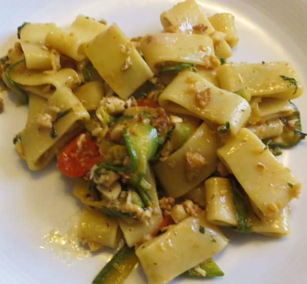 Calamarata con salsa di zucchine e spigola ricetta e foto