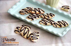 Biscotti Tresor con granella di zucchero e glassa di cioccolato