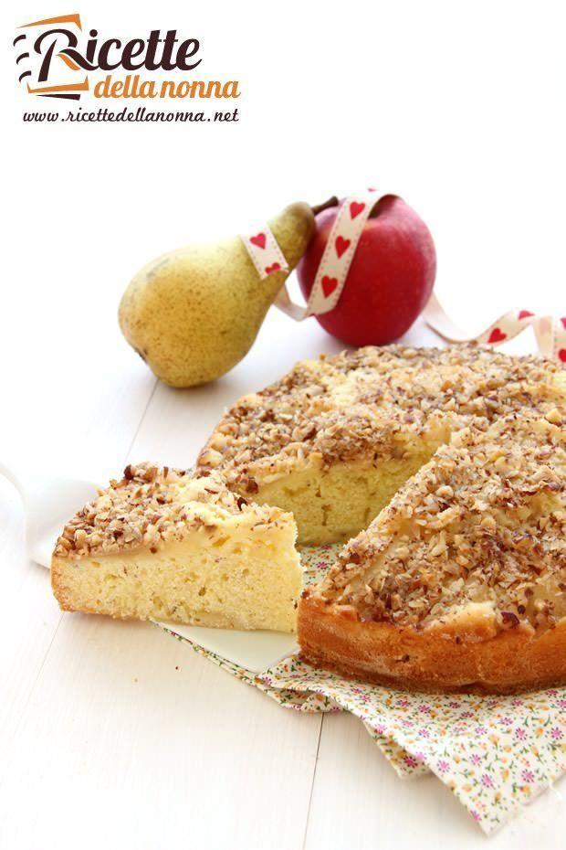 Foto torta con pere, mele e nocciole