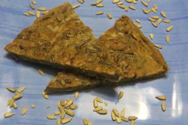 Scarpaccia integrale ai carciofi e semi di girasole