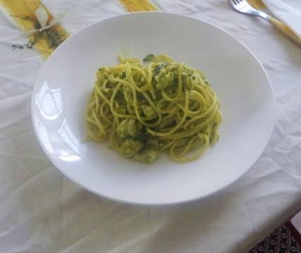 Spaghetti con gallinella e asparagi