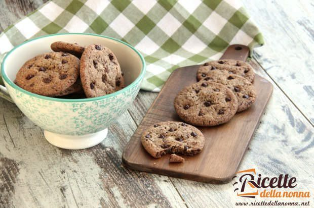 Biscotti con le gocce di cioccolata