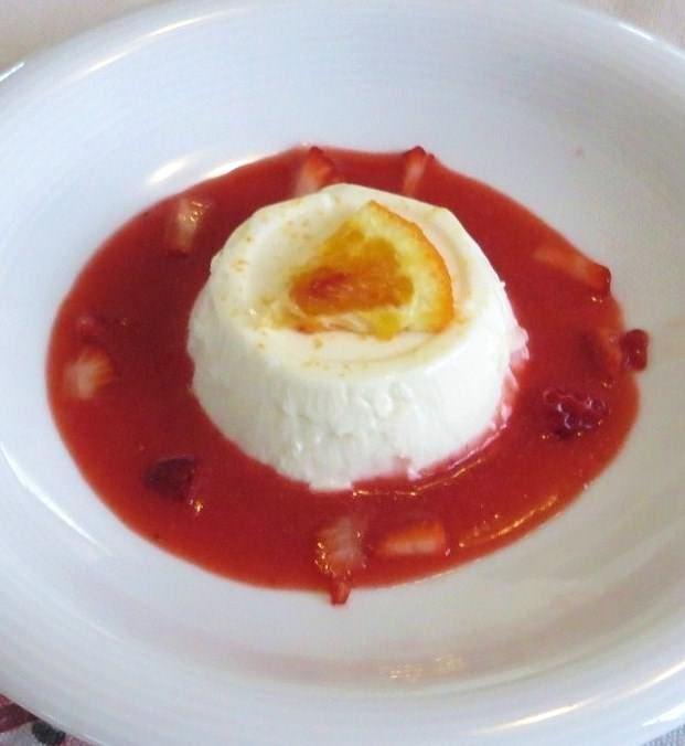 Panna cotta arancia e salsa di fragole ricetta e foto