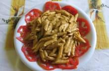 Insalata di pasta alla crema di mandorle