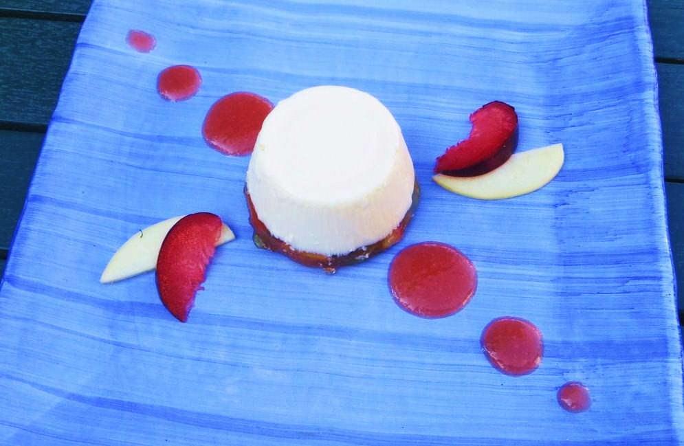 Crema di yogurt e macedonia in gelatina