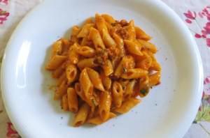Pasta con ragù di salsiccia e pecorino