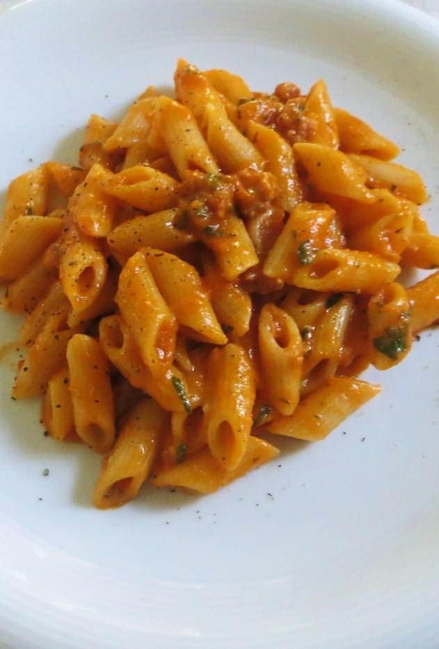Ricetta Ragu Di Salsiccia.Pasta Con Ragu Di Salsiccia E Pecorino Ricette Della Nonna