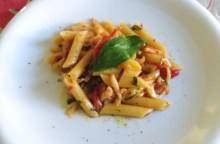 Pennette con seppie, olive e pomodoro