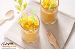 Smoothie di verdura, con mela, carota e sedano