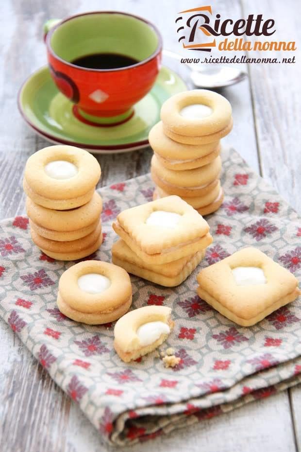 Biscotti ripieni alla crema di latte