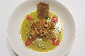 Crema di zucchine trombetta con pollo alle mandorle