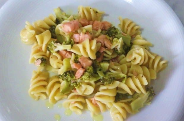 Fusilli con salmone e broccoli