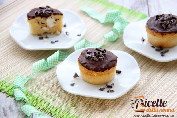 Muffin ripieni di crema al latte