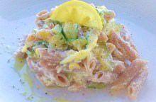 Pasta al farro con zucchine, ricotta e limone