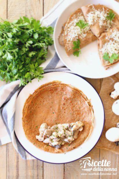 Preparazione crespelle senza glutine alla farina di castagne e funghi