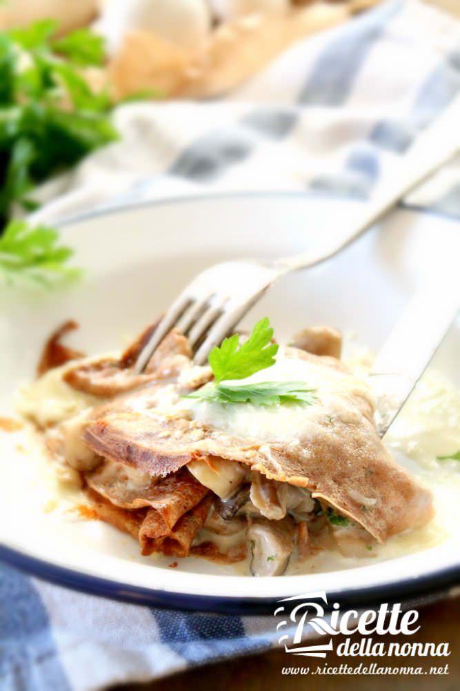 Foto crespelle senza glutine alla farina di castagne e funghi