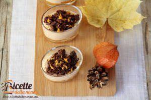 Bicchierini con mousse di marroni, marmellata di mandarini e crumble al cacao