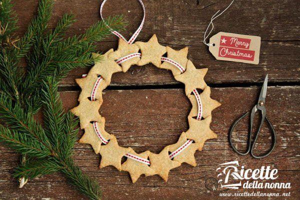 Ghirlanda di biscotti di Natale alla cannella