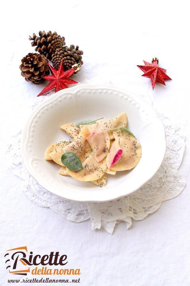 Ravioli alla barbabietola e semi di papavero