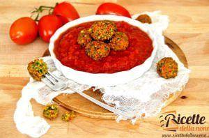 Polpette speziate di lenticchie rosse, peperoni e spinaci