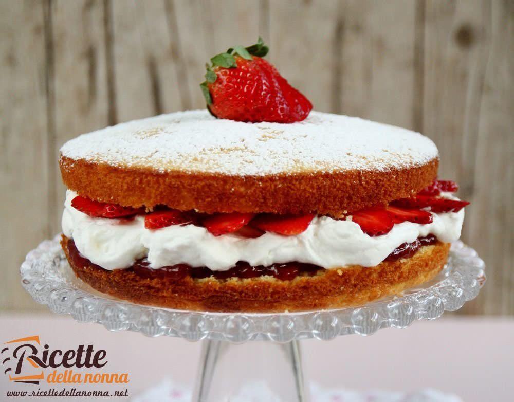 Torta soffice con panna e fragole ricette della nonna - Differenza panna da cucina e panna fresca ...