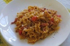 Pasta con pesto rosso ai pistacchi