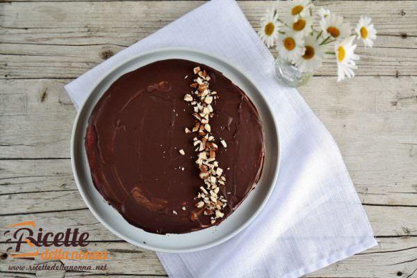 Torta al cioccolato, vaniglia e nocciole