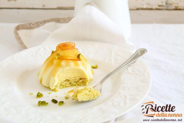 Ricetta dacquoise al pistacchio e bavarese al passito e pesche