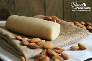 Marzapane (pasta di mandorle) fatto in casa