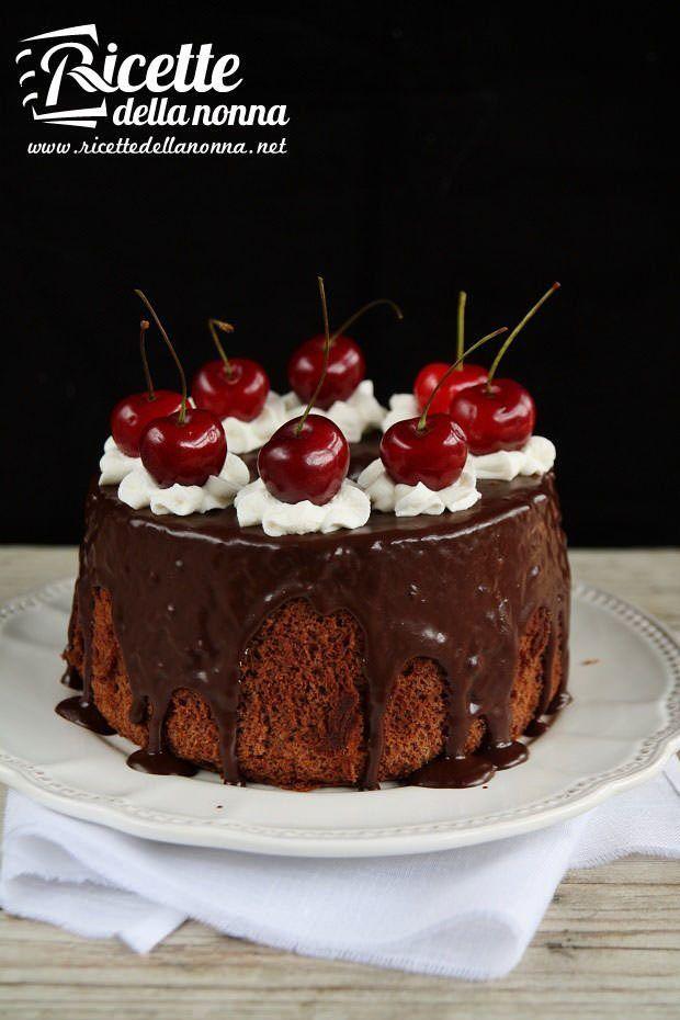 Foto Chiffon cake al cioccolato e ciliegie