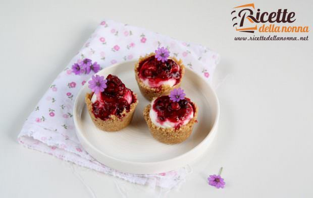 Ricetta mini cheesecake con mousse di yogurt e frutti di bosco