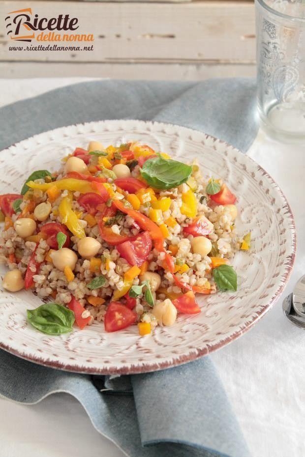 Foto insalata di grano saraceno, ceci e peperoni alla cannella