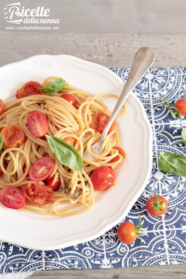 Foto spaghetti ai pomodorini