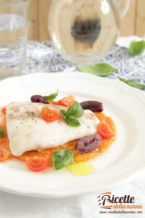 Foto filetto di pesce persico cotto a bassa temperatura