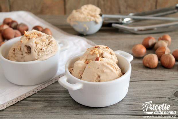 Ricetta gelato alla nocciola (con e senza gelatiera)