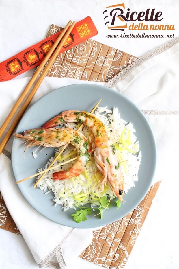 Foto gamberi marinati con riso allo zenzero