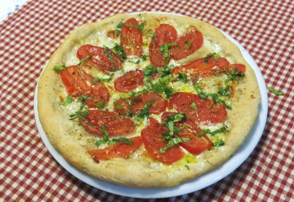 Pizza con bufala,San Marzano e limone