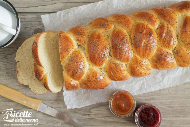 Ricetta challah ebraica con semi di papavero