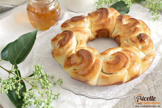 Ricetta corona di pan brioche