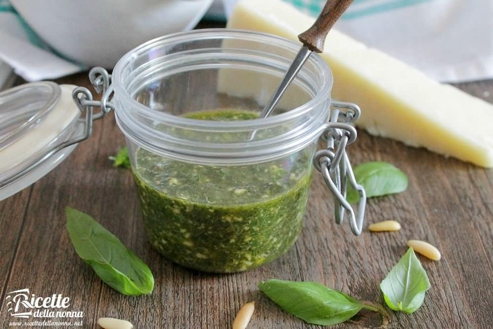 Ricetta Pesto Verde Chiaro.Pesto Alla Genovese Al Basilico Ricette Della Nonna