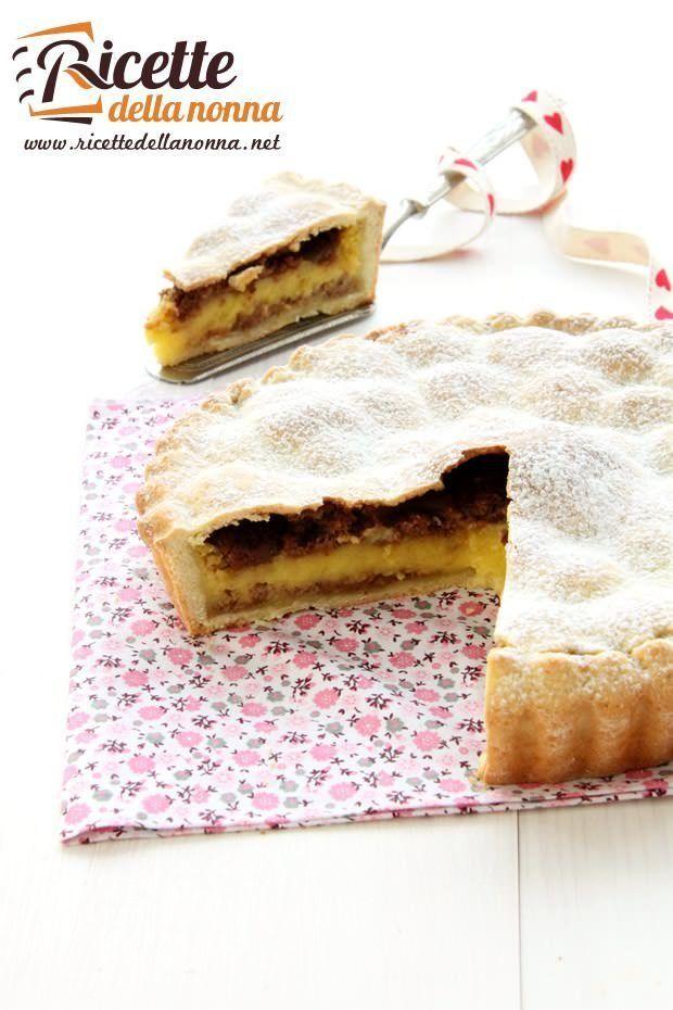 Foto crostata con crema e amaretti