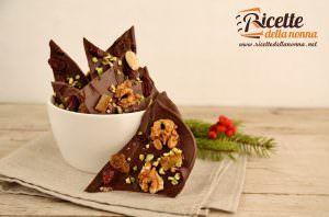Sfoglie di cioccolato con frutta secca