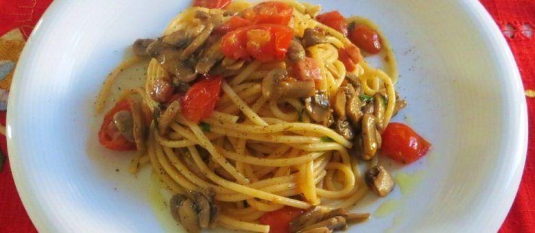 Vermicelli con champignon, pomodorini e guanciale