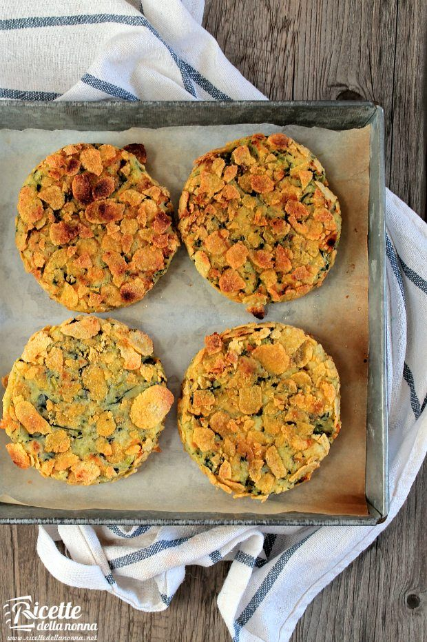 Foto burger vegetariani alle patate e spinaci