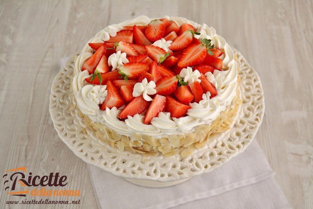 Torta alle mandorle e crema chantilly ricette della nonna for Ricette torte semplici