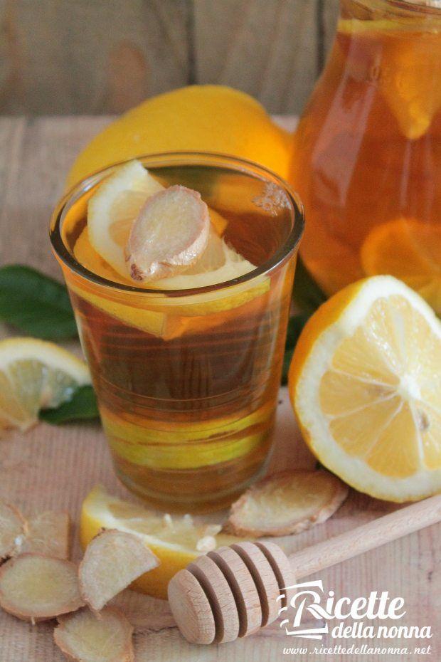 Foto infuso allo zenzero, miele e limone