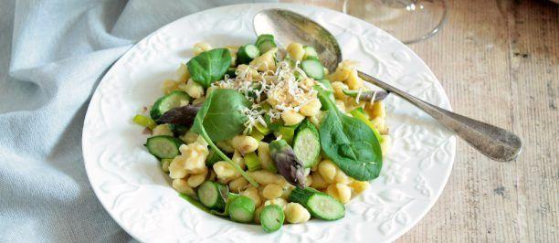 Ricetta spätzle tirolesi alle verdure di primavera