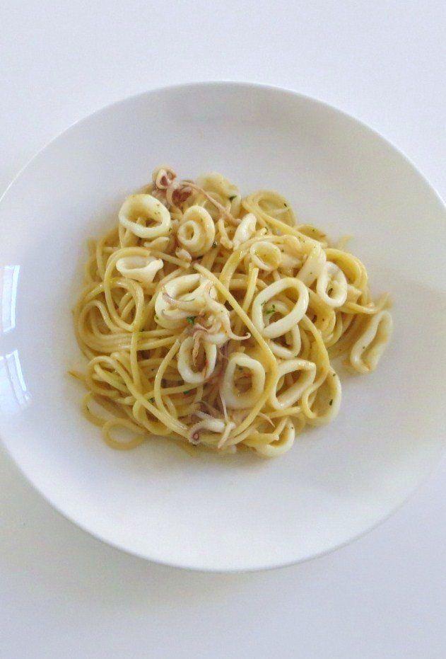 Spaghetti con calamari e cipolla di Tropea