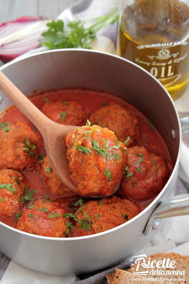 Foto polpette di carne in umido al pomodoro